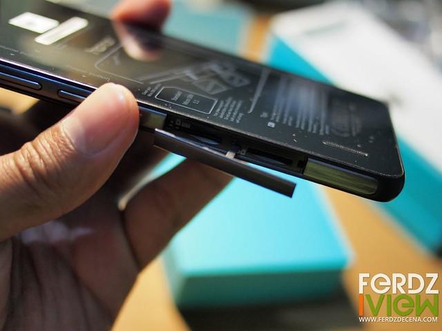MicroSim and MicroSD Card slot