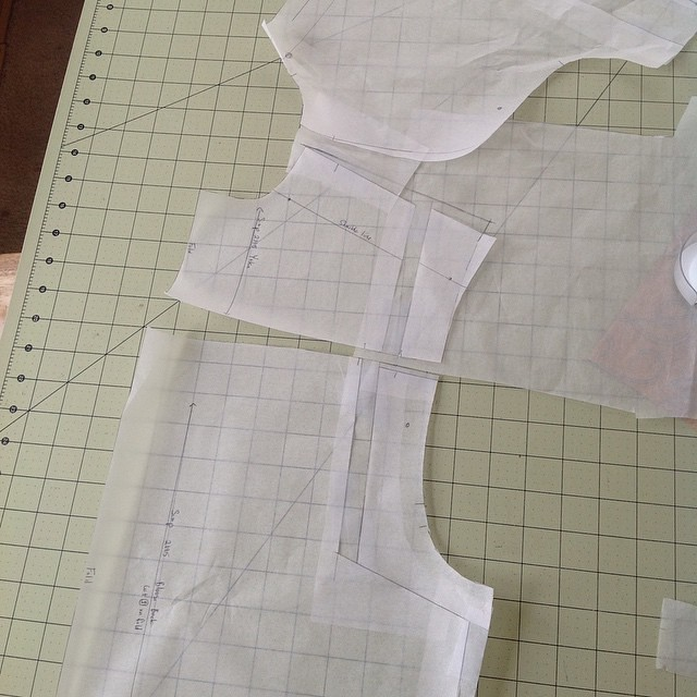 This pattern not having a shoulder seam is messing up my wide back/forward shoulder adjustments. Going to give this try first. If that doesn't work I'll break the yoke into two pieces. #simplicity2195
