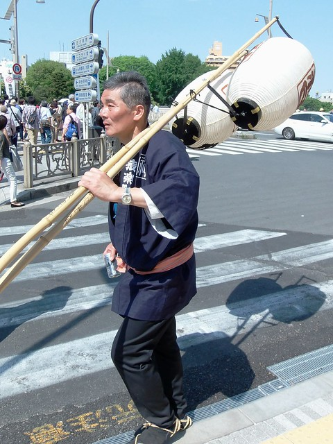 Photo:#1811 man taking lanterns home By Nemo's great uncle