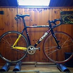 Rollers in the evening, just because I love spin #cinelli #vigorelli #rollers #trackbike #fixedgear #fixedforum #columbus #ciclismi #training #indoor #pushHard