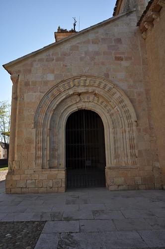 San Pedro de Gaíllos (Segovia). Iglesia de San Pedro. Galería porticada. Arcos. Portada este