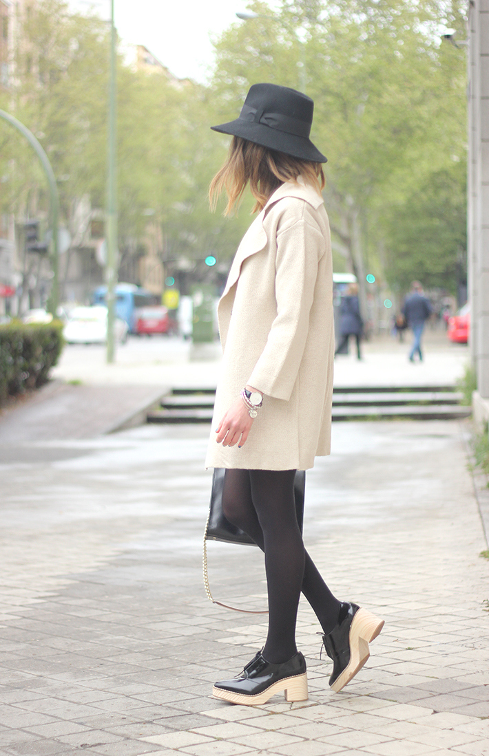 Beige Jacket Choies Black Skirt Suiteblanco Black Hat Uterqüe17