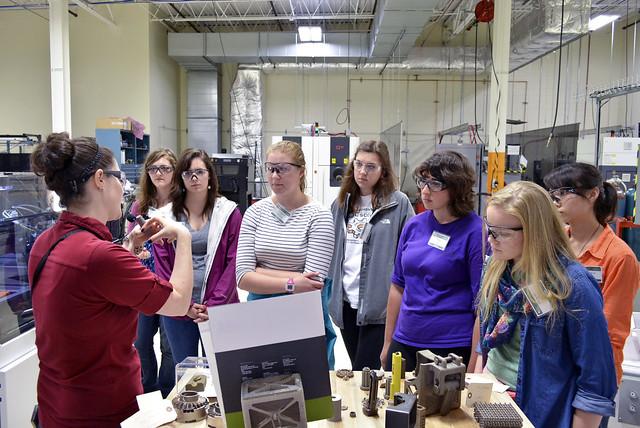 Дівчатка та STEM: чому серед інженерів мало жінок? | Dystlab Library