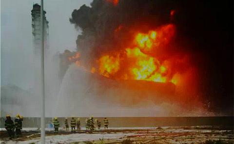 福建PX工廠爆炸。圖片來源:手槍水雷