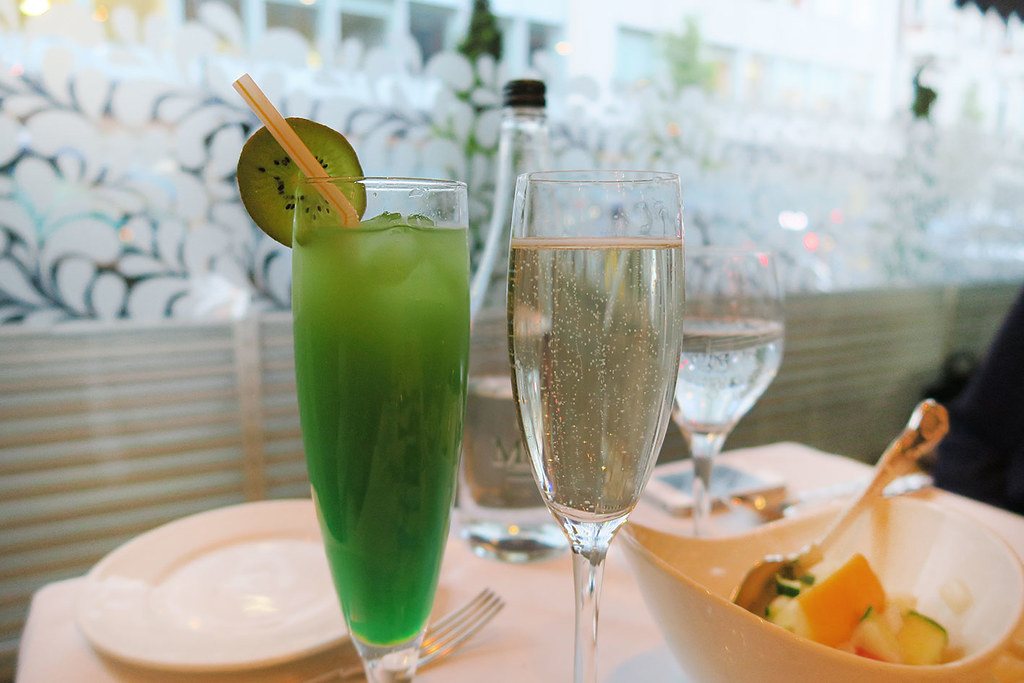 gaylord-indian-restaurant-prosecco-and-sea-breeze-mocktail