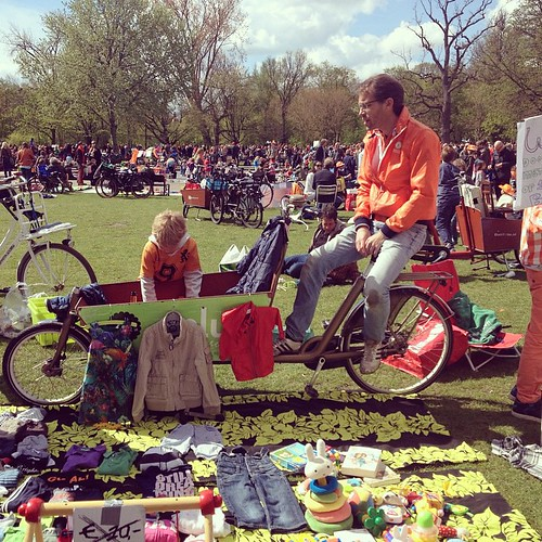 Everyone in #orange for Kingsday in the #vondelpark #brocante #dutchie #holland #kingsday #qday #amsterdam #cyclechic