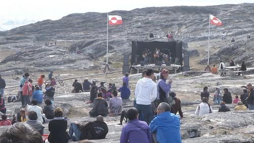 夏天的格陵蘭是永晝,居民歡喜慶祝。