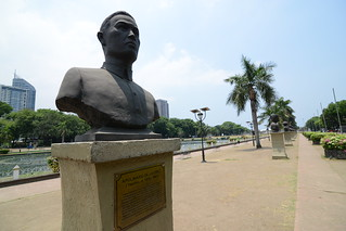 Image of Jose Rizal near City of Manila.