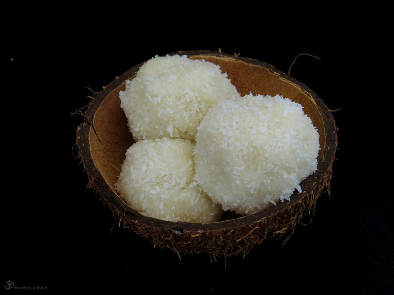 Kokosove Ladoo