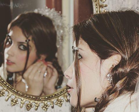 Noiva caipira mais linda. #caipira #noiva #festajunina #espelho #mirror #reflexo #gilbergantunes #brasil #brazil #foto #photography #photo #photooftheday #photograph #photographers #photography #linda