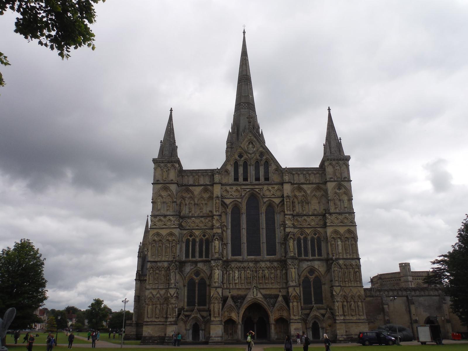 Salisbury Cathedral SWC 67 Salisbury to Amesbury (via Stonehenge)
