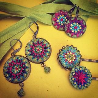 All together #embroidery #embroideredart #textilejewelry #bordado #broderie #stitchery #handmade #green #silk #felt