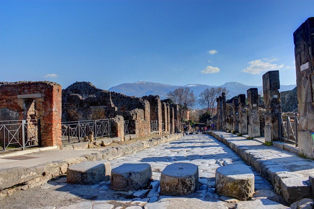 Hotels Near Pompei