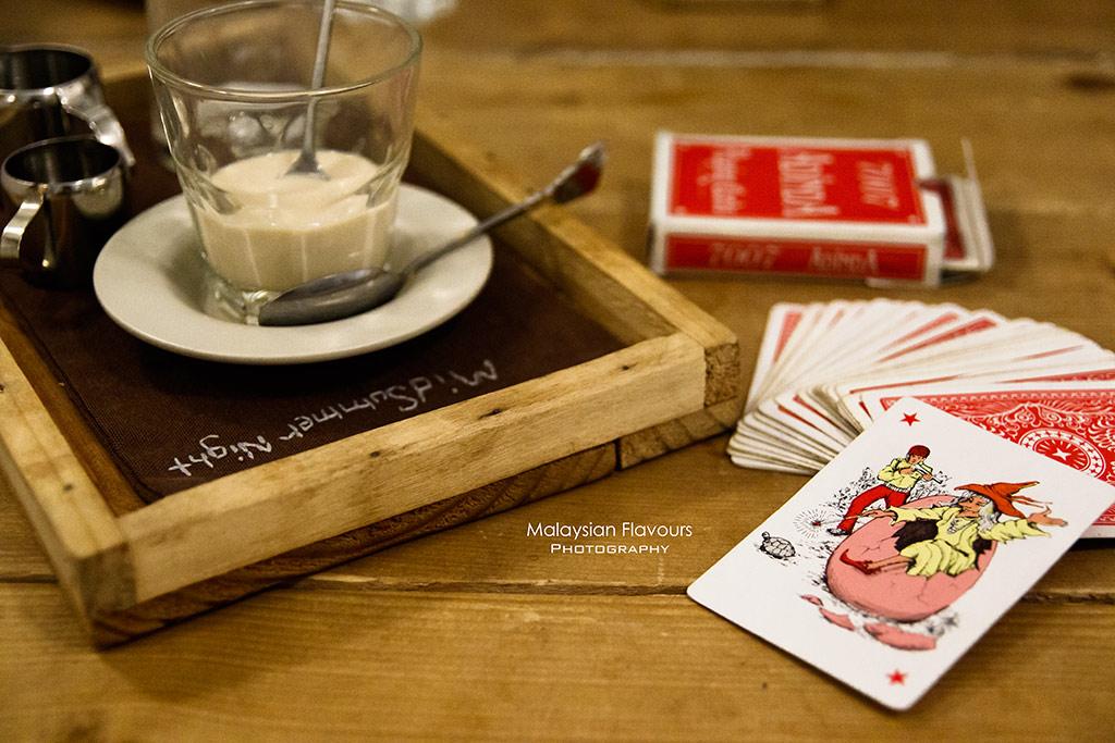 Midsummer Night Cafe magic show