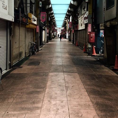 早朝の商店街