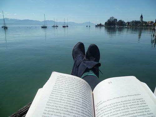 Lange Lesepause am Lac Leman