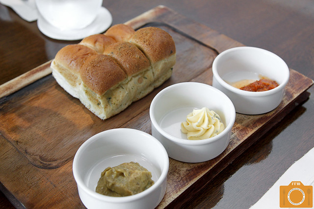 Sage bread with dips