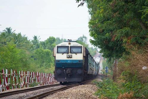 ir hei express intercity 20007 indianrailways superfast swr hubli emd ubl 12726 wdp4 siddhaganga dharwadbangalore dwrsbc heggere