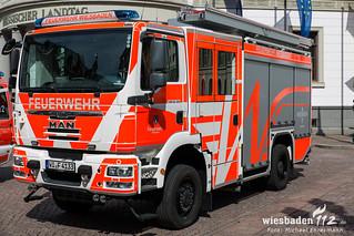 Fahrzeugübergabe ELW und HLF Rathaus Wiesbaden 29.04.15