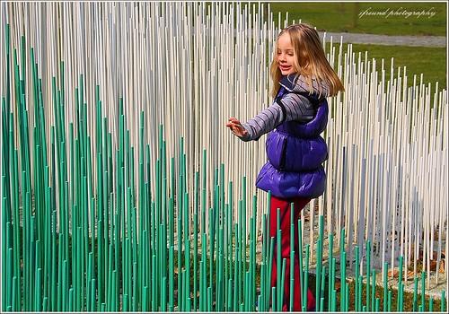 girl belgium blond antwerp 8yearsold soto sculptor middelheim opart wilrijk sarahlee jesusrafelsoto mygrandchild middelheimsculpturepark kineticartmovement