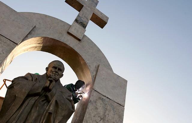 Estatua de Juan Pablo II en Ploermel