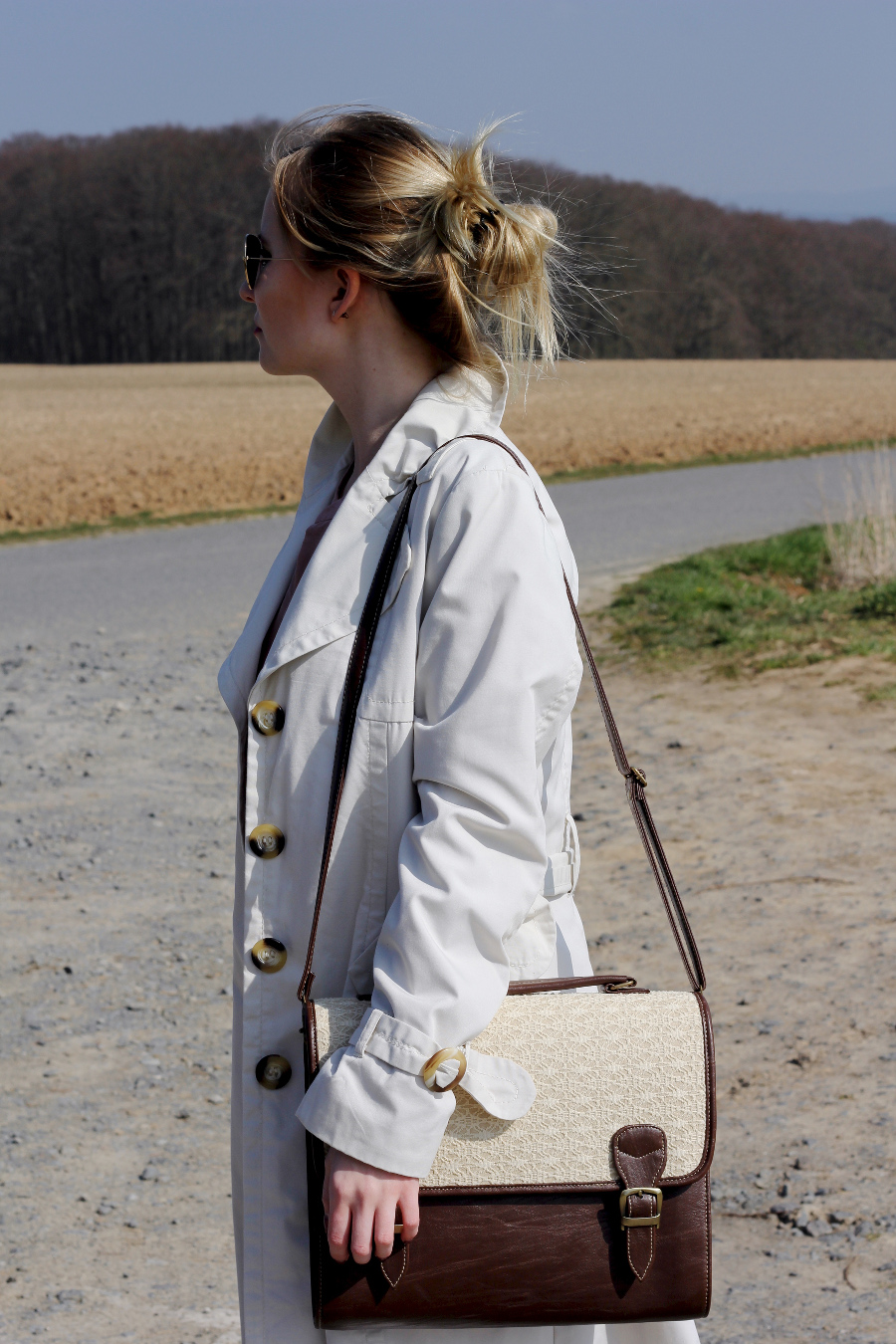 outfit-trenchcoat-cream-brwon-soft-bag-satchel-lace-blonde