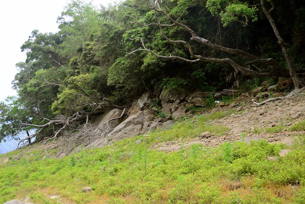 石門水庫底的百年土地公廟