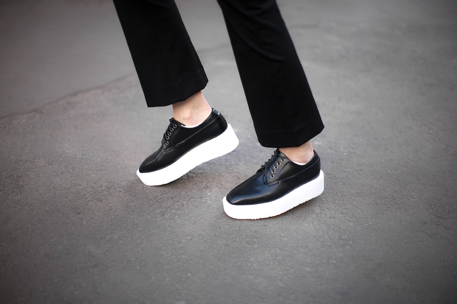 black-and-white-flatforms