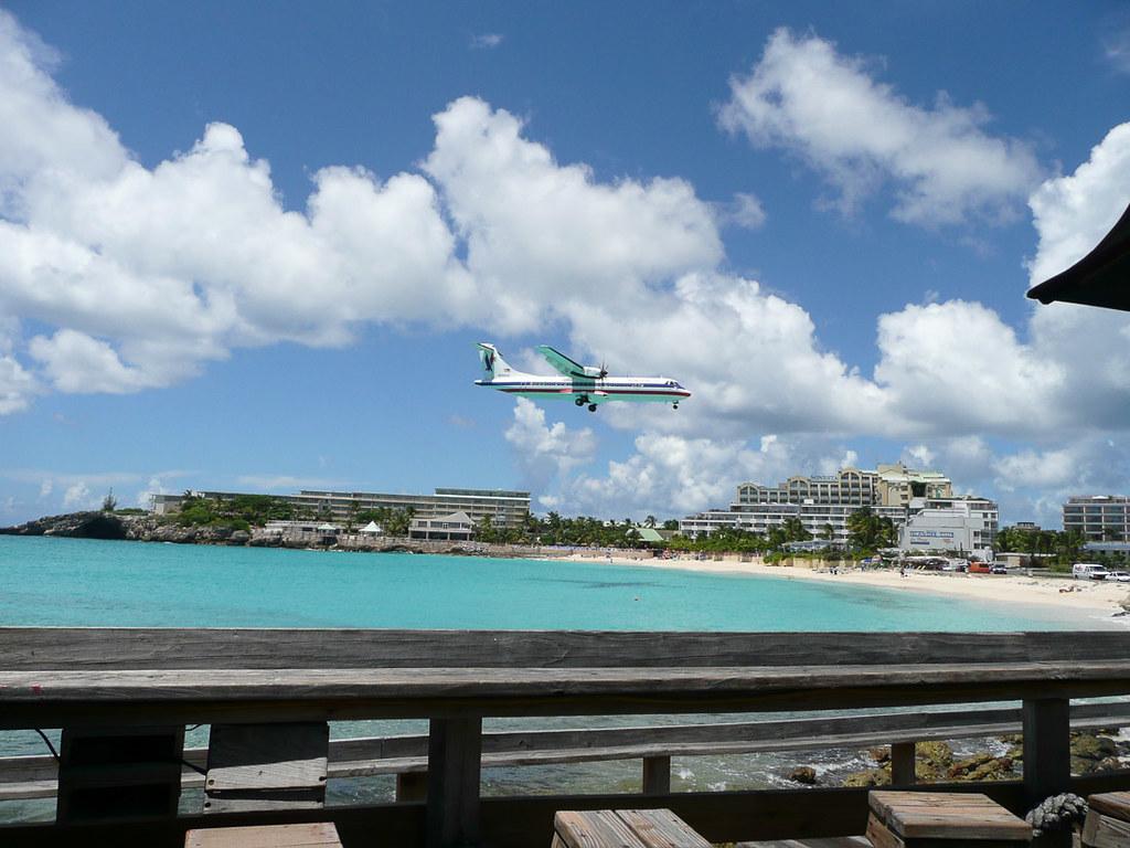 Planes landing on Maho Beach