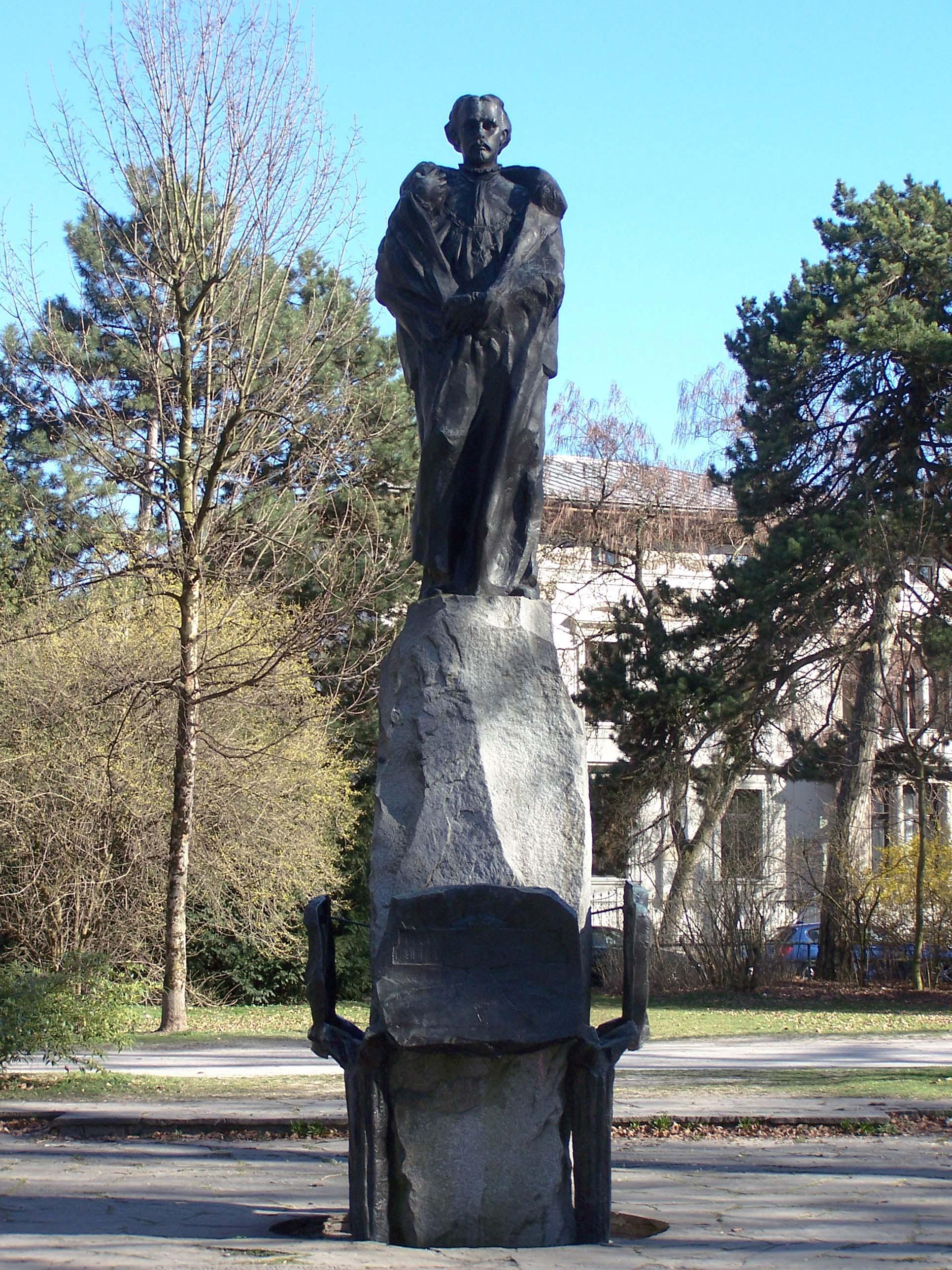 König-Ludwig-Denkmal Bogenhausen, Maximiliansanlagen