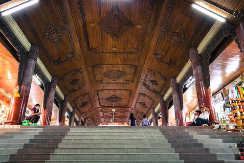 shwedagon-southern-stairway