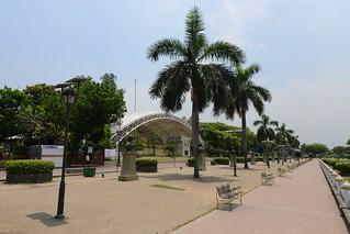 Изображение на Jose Rizal близо до City of Manila.