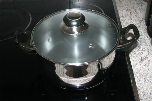 11 - Wasser für Kartoffeln aufsetzen / Bring water for potatoes to a boil