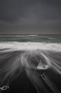 Am schwarzen Strand vor dem Gletscher See Jökulsárlón | Roland Krinner