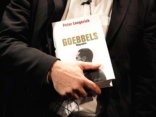 Нащадки Геббельса хочуть від видавництва грошей за його цитати