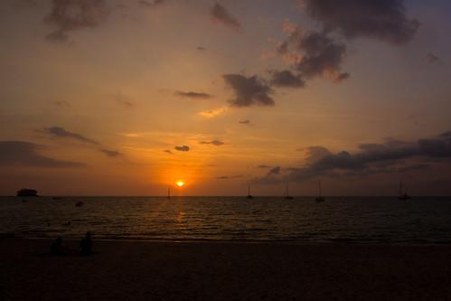 ocean sunset sea sky orange sun beach clouds landscape thailand island golden sundown phuket 风景 日落 海滩 天空 andaman 海洋 普吉 泰国 夕阳 大海 沙滩 金色 橙色 naiyangbeach 国家公园 sirinatnationalpark