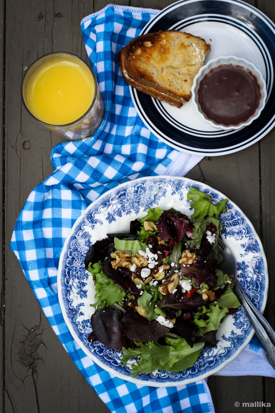 Oakleaf Greens with Strawberry Balsamic Dressing