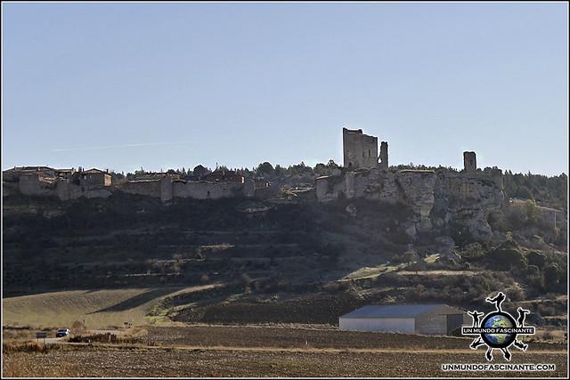 Perfil del Castillo y las Murallas de Calatañazor, Soria. España.