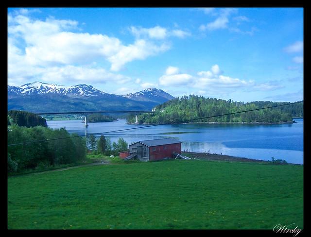 Fiordos noruegos Trondheim Vinjef Valsoy Halsa Molde Alesund - Puente sobre Fiordo Valsøy