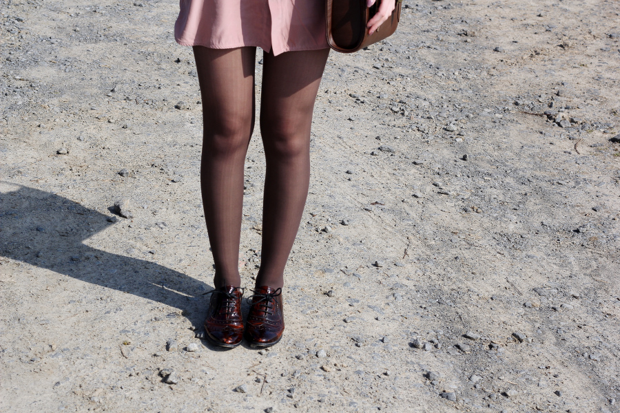 outfit-legs-skinny-brogues-shoes-brown-spring-color-soft-pink