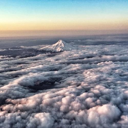 clouds sunrise airplane landscape volcano mt brooke hood pdx range cascade hoyer