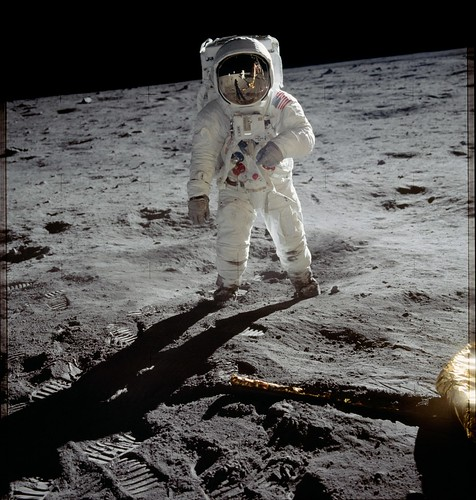 #OTD in 1969: Apollo 11 Lands on Moon