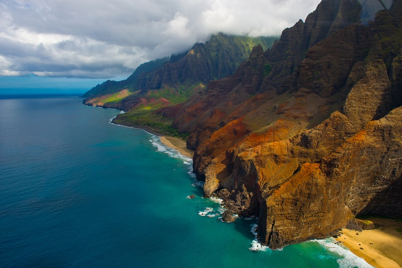 Mountain range flying buttress near the shore in Kauai