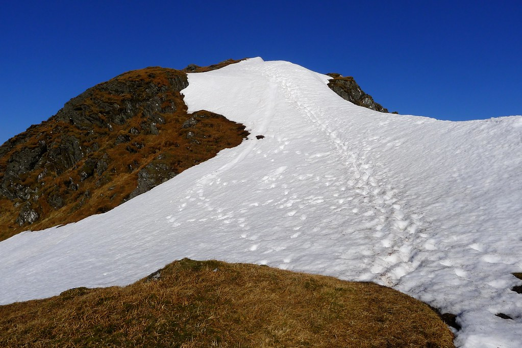 Snow slope on the Beinn Bhuidhe ridge