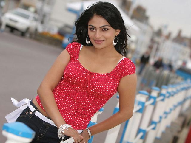 Punjabi Actress Neeru Bajwa Hot And Sexy Photos - A Photo -7978