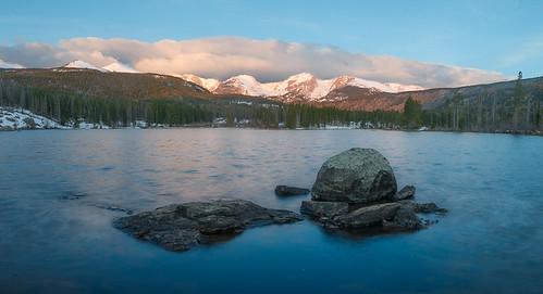 lake snow mountains water us nationalpark colorado rocks unitedstates estespark rockymountainnationalpark flattopmountain spraguelake hallettpeak otispeak