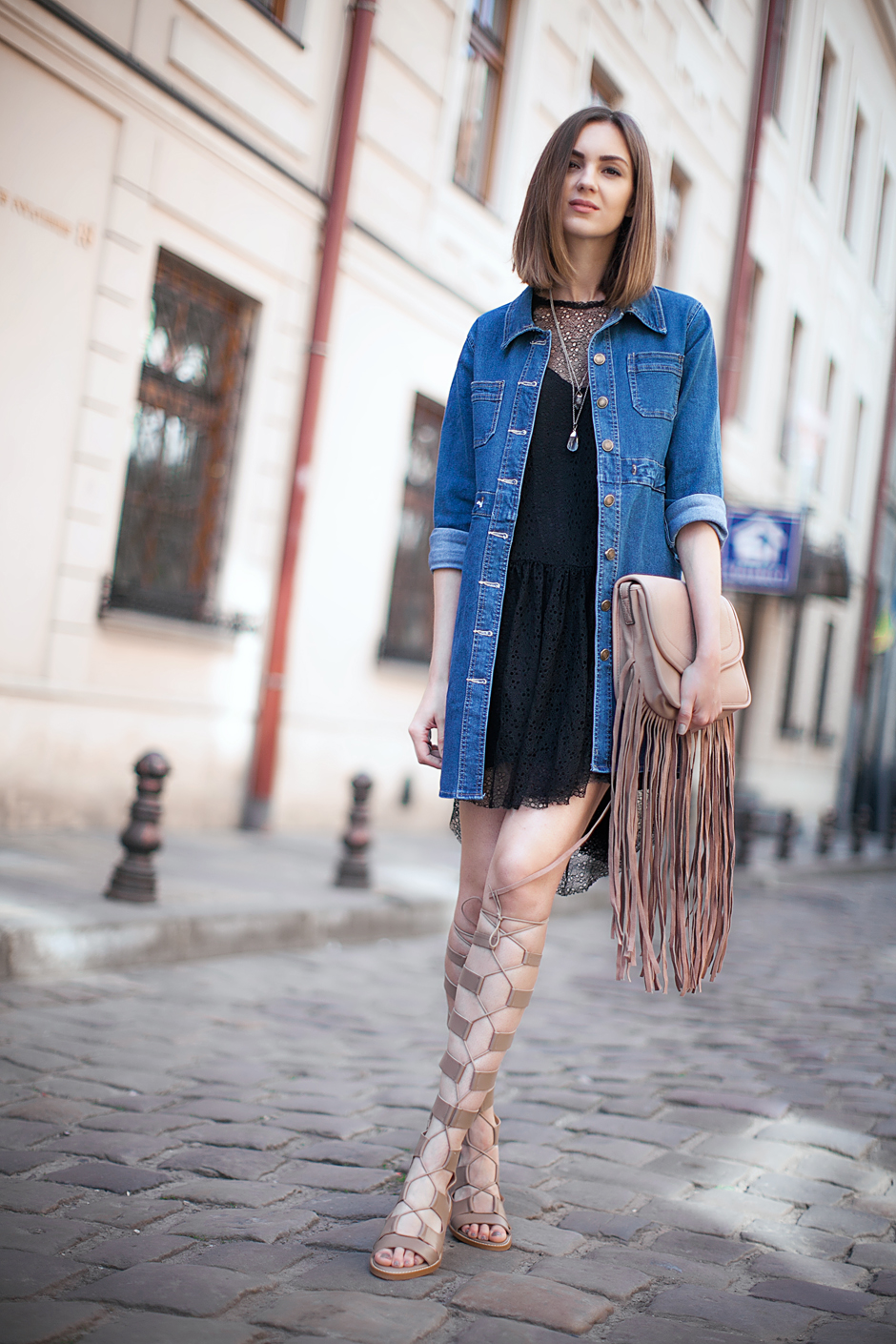 gladiator-sandals-streetstyle-outfit-suede-denim