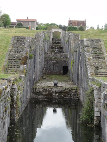 france canal lock bourgogne ecluse yonne canaldebriare rognylesseptecluses rogny lesseptecluses hélèned