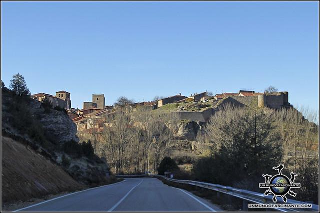 Llegando a Calatañazor, Soria. España.