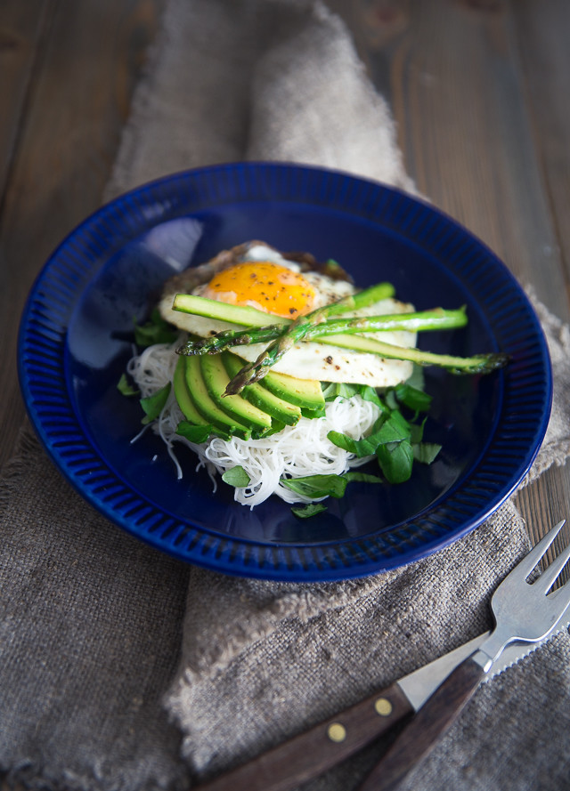 Avocado & Egg Salad w Aspargus & Creamy Miso Dressing | Cashew Kitchen